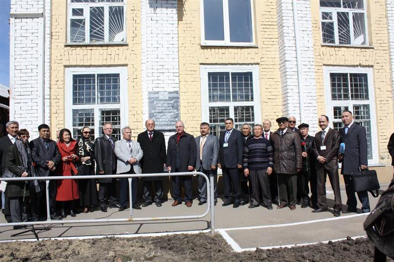 At the opening of a memorial plaque on the publication in 1911-1915 yy. Troitsk first Kazakh social-political and educational magazine