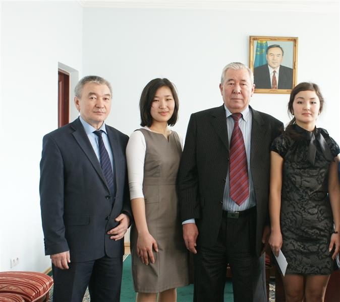 Academician K.S. Kulazhanov - sponsor the students of the Faculty of Chemistry