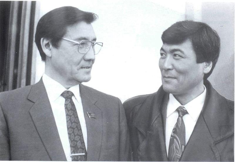 President of the Academy of Sciences Umirzak Sultangazin and cosmonaut Tokhtar Aubakirov