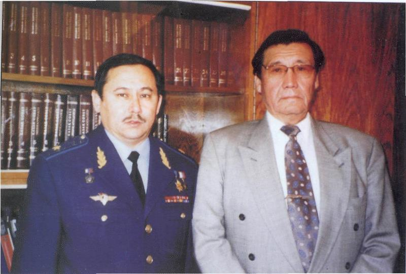 President of the Academy of Sciences Umirzak Sultangazin and cosmonaut Talgat Musabayev